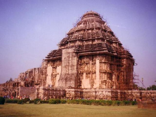 A View of the Ruined Konark Sun Temple.jpg